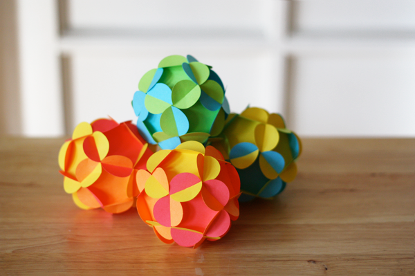 How to make 3d paper ball ornaments how about orange - Fabrication de boule de noel en papier ...