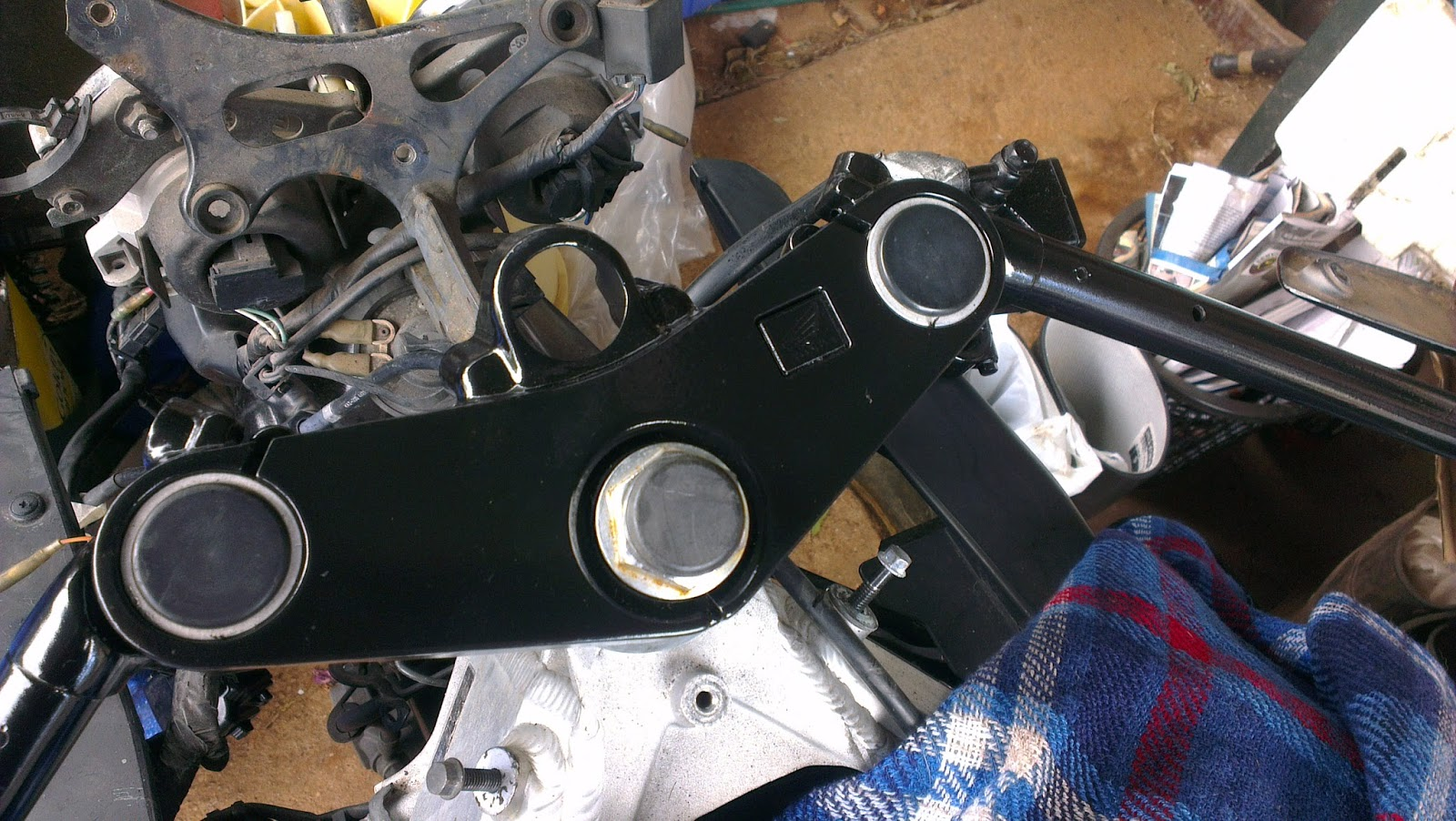 MC22 CBR250RR - THE LEGEND LIVES ON: TRIPPLE CLAMP AND CLIP