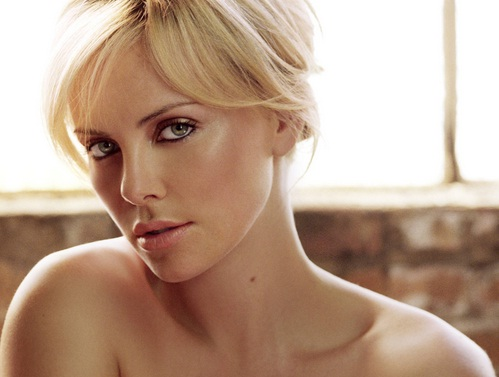 Hot Celebrity Charlize Theron