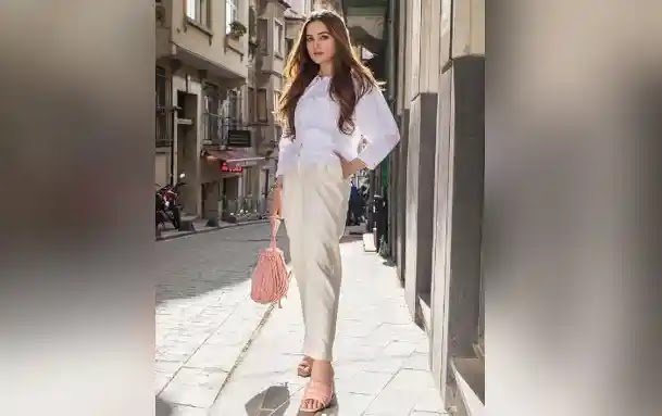 Aiman Khan drops jaws in latest snaps
