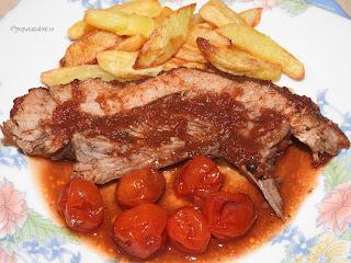 Carne de porc la cuptor in sos tomat reteta,