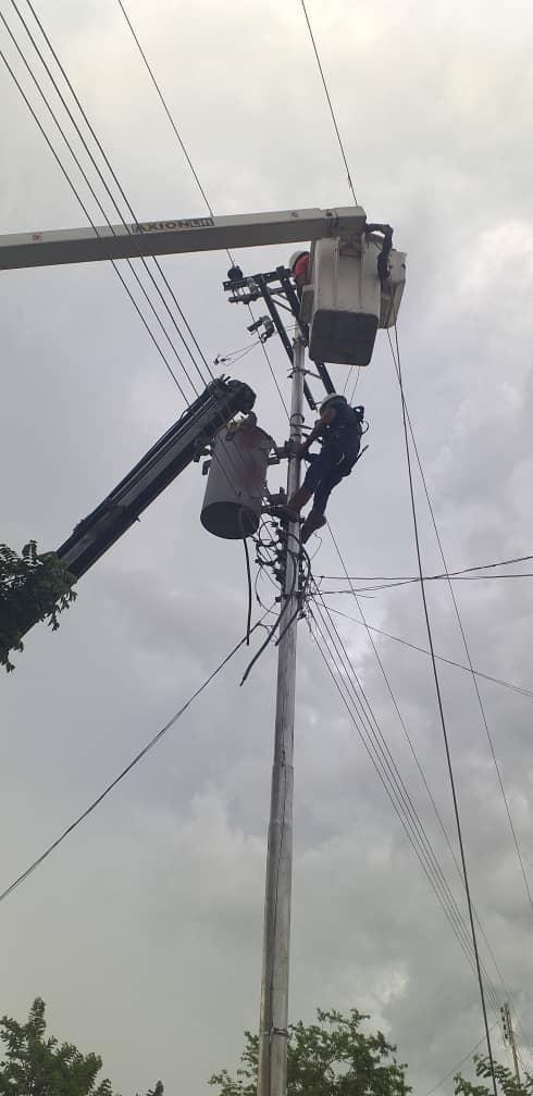 APURE: Sustituyeron transformador de 100 kVA en barrio Villas del Sol de San Fernando.
