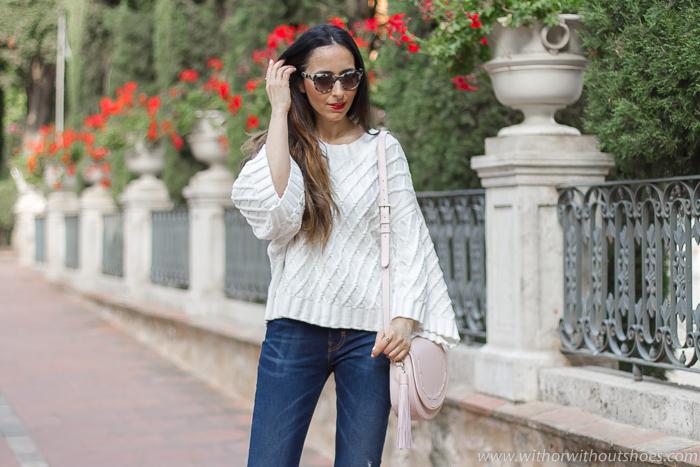 Ideas de outfits looks en Valencia que sean comodos y con estilo blogger influencer con vaqueros y jersey kimono blanco Selected Femme