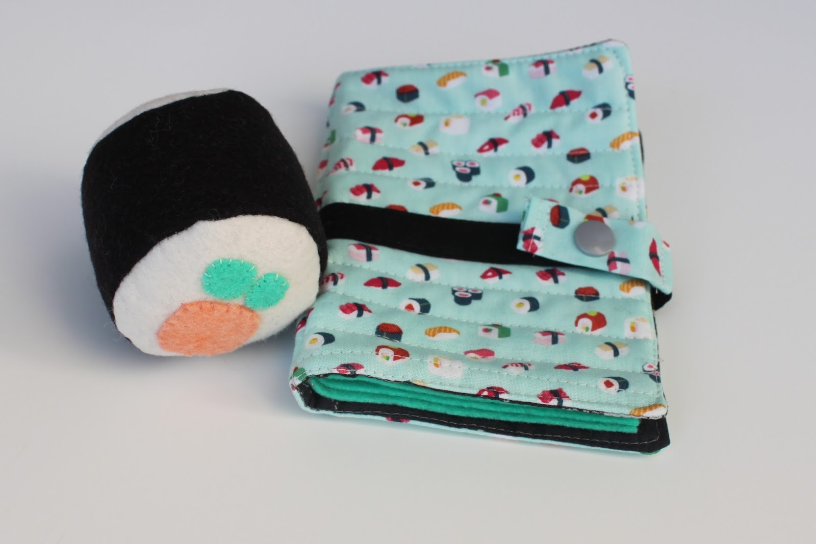 Daydreams of Quilts: Sushi Pincushion and Needle Book