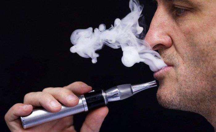 قد تواجه السجن لمدة 10 سنوات إذا دخنت السجائر الإلكترونية بهذه الدولة!