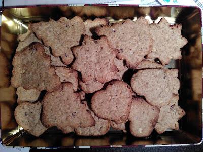 biscuits en forme de sapin, coeur et étoile