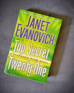 book review top secret twenty one janet evanovich