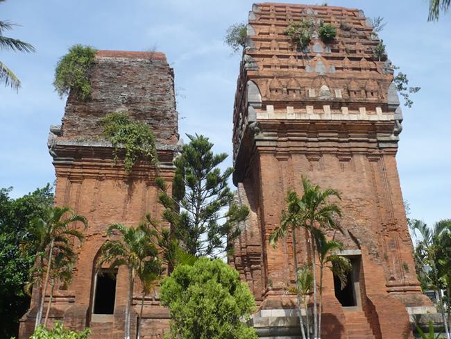 Tháp chàm đôi Bình Định