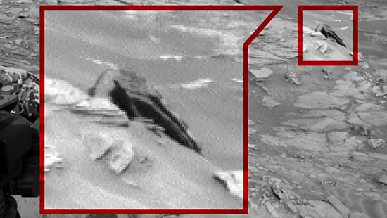 Imagens misteriosas de Marte - OVNI tipo Nave de Guerra nas Estrelas em Marte