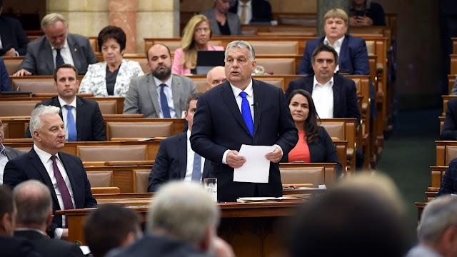 Orbán Viktor a parlamentben: a Jobbik elnöke esküt tett Soros Györgynek