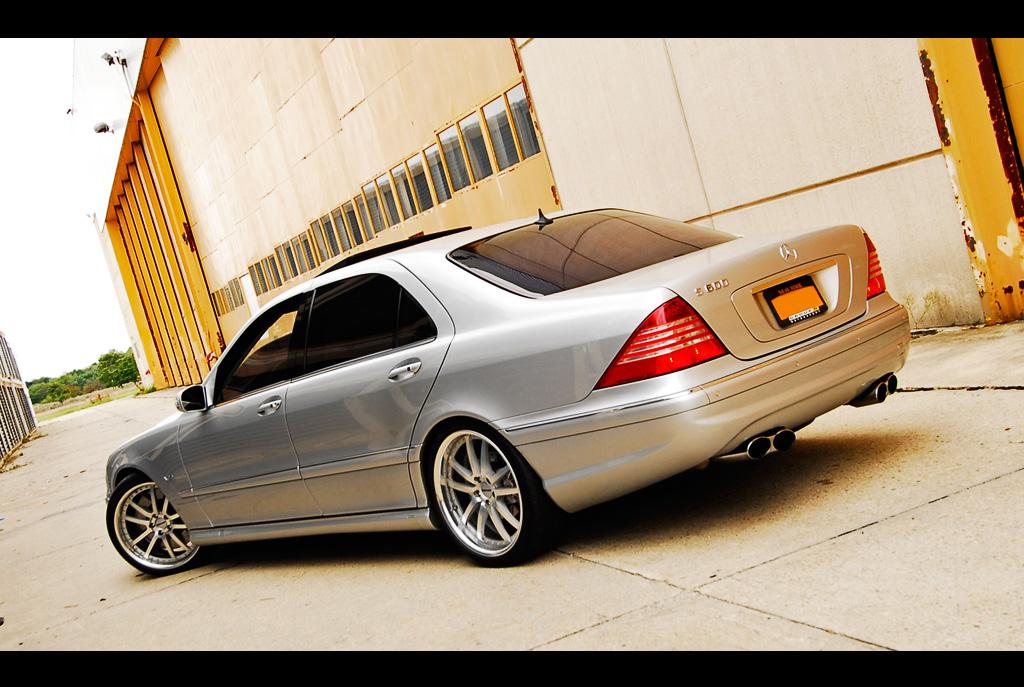 Mercedes Benz S600 W220 V12 Benztuning