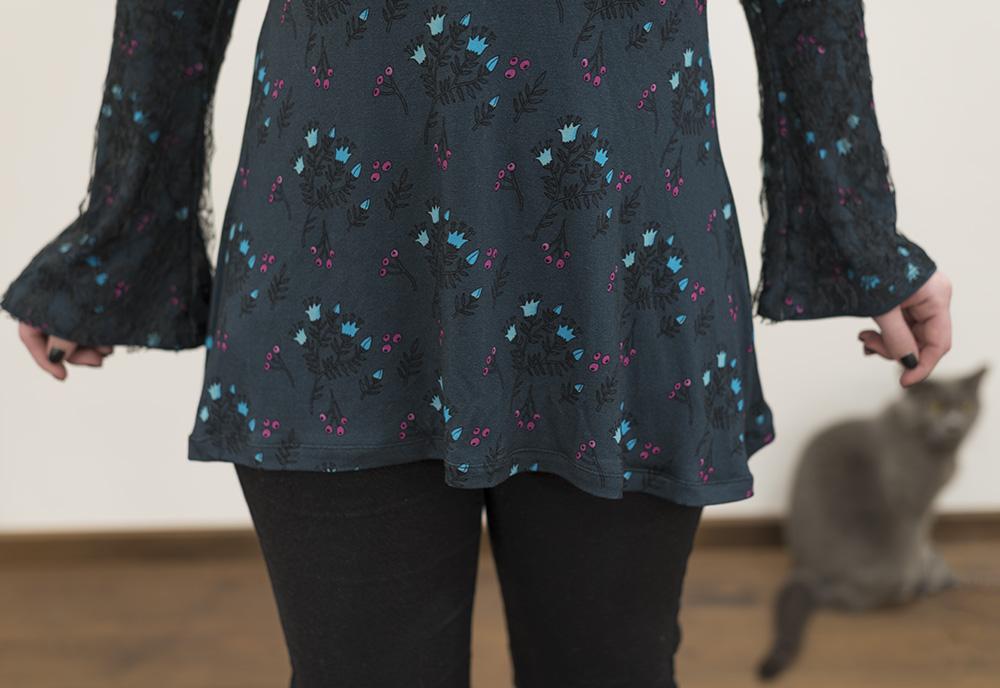 Spring Sewing a Bell Sleeve Top (Ellie & Mac pattern) twin needle hem