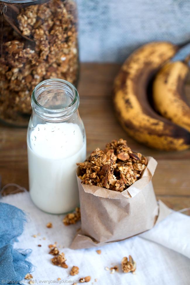 granola bananowa pieczona z bananowym musem
