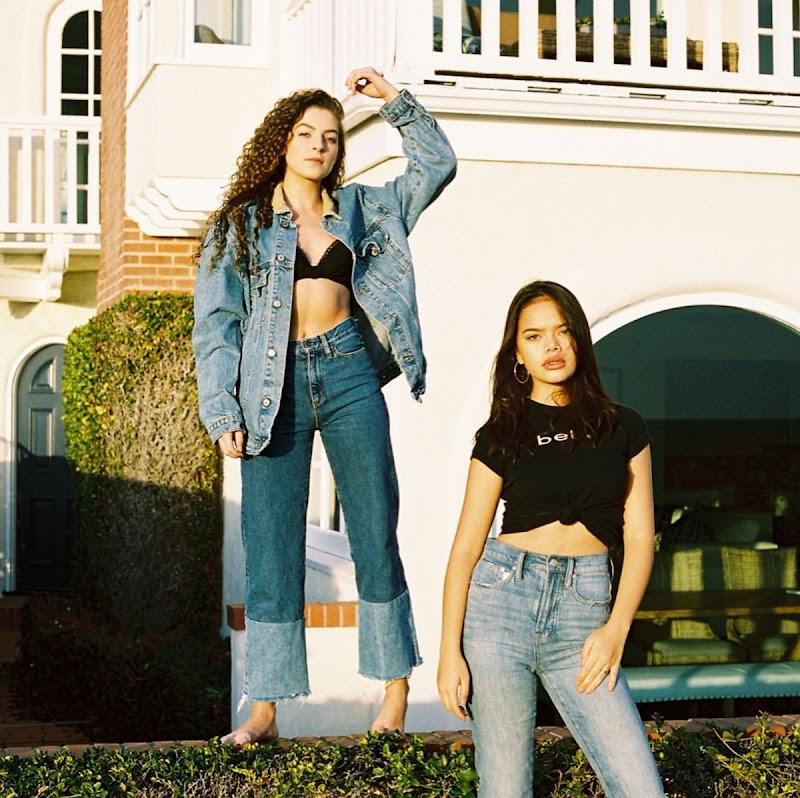 Malia Pyles Clicks at a Photoshoot in Newport Beach - November 2019