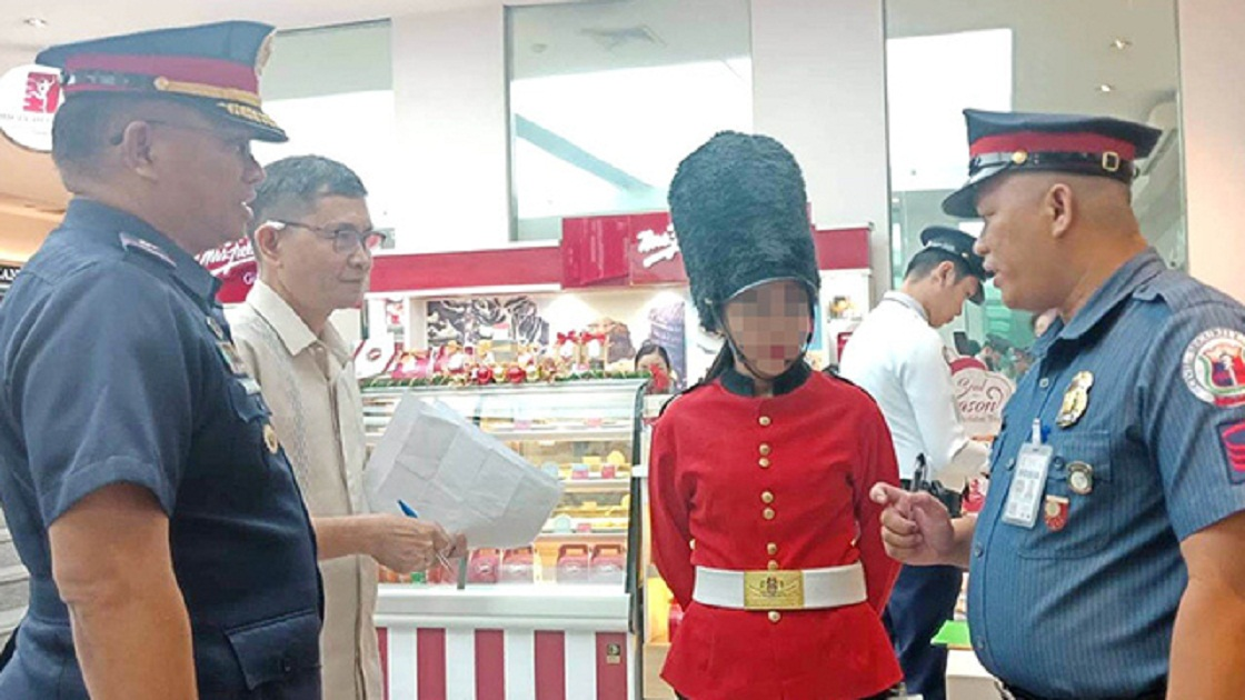 PNP fines 15 mall guards Php10k each for wearing Christmas costumes