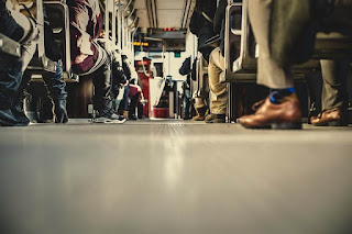 Sepenggal Cerita Seorang Pengamen Bus Ibu Kota