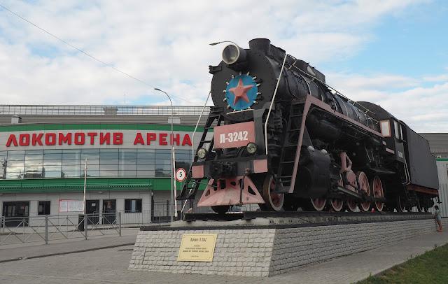 Памятник-паровоз арена Локомотив - Новосибирск