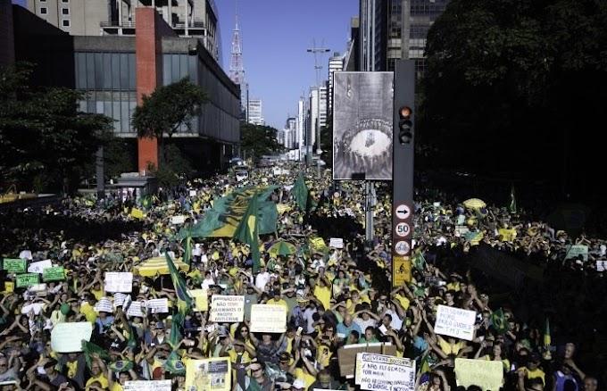 Multidão ocupa Paulista em a apoio ao presidente jair bolsonaro