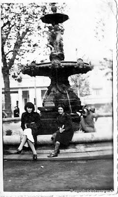 Anciennes photos de famille en noir et blanc.
