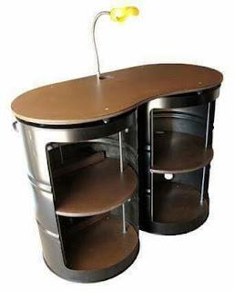 mesa de luz con tanques de acero reciclados