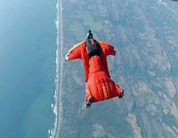 Pilot Does Wing Suit Skydive From 8500 Feet