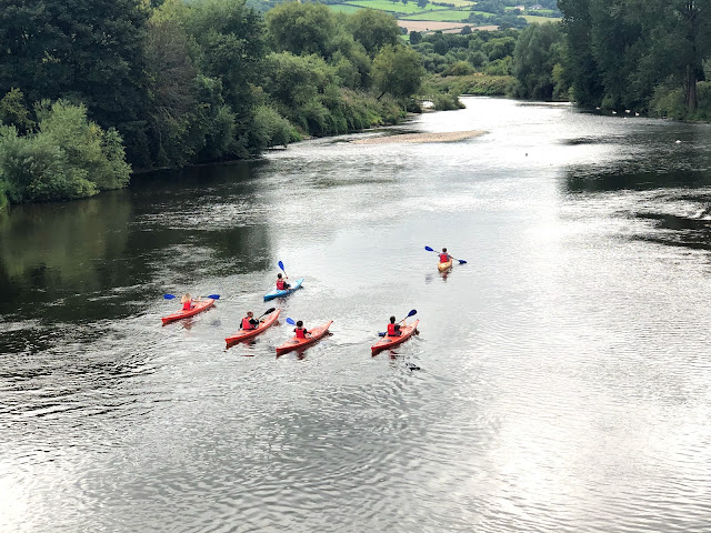 6 kayakers disappear along a river - it looks like far too much effort.