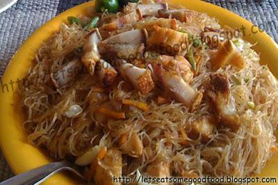 Pansit+Bihon+Con+Lechon - Pansit Bihon With Lechon Kawali Recipe