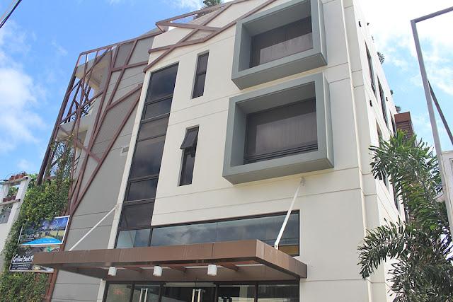 facade of Ferra Hotel
