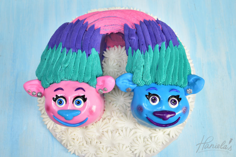 Trolls Holiday On Sky >> Haniela's: Satin & Chenille Trolls Cake