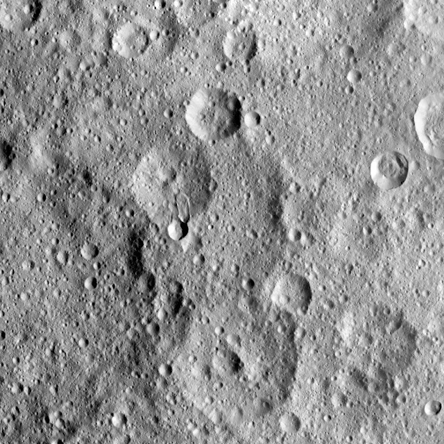 Hakumyi Crater, Ceres