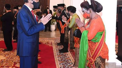 Bidik Update : Presiden Joko Widodo Beri Penganugerahan Pahlawan Nasional Dan Bintang Maha Putera