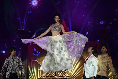 Deepika Padukone looking hot at award function + other HQ pics