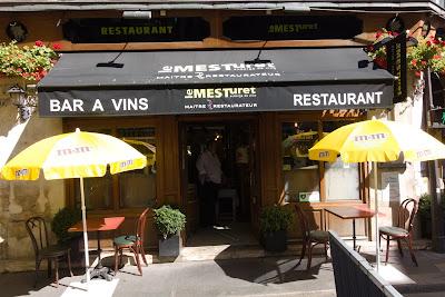 Entrée restaurant Le Mesturet Paris 02 ème, blog Délices à Paris.