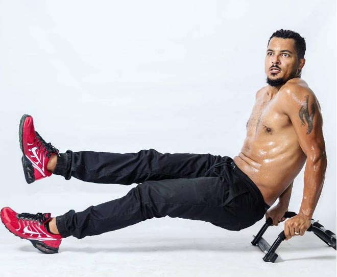 Actor Van Vicker goes shirtless as he marks birthday