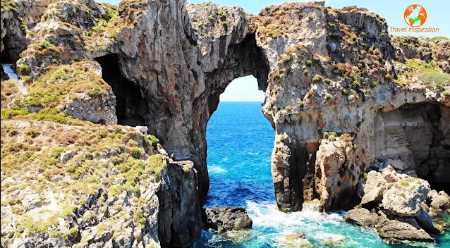 Ομορφιές της Ελλάδας:Τσιχλί Μπαμπά. Το νησί της Μεσσηνίας με το κρυμμένο μυστικό![βίντεο]