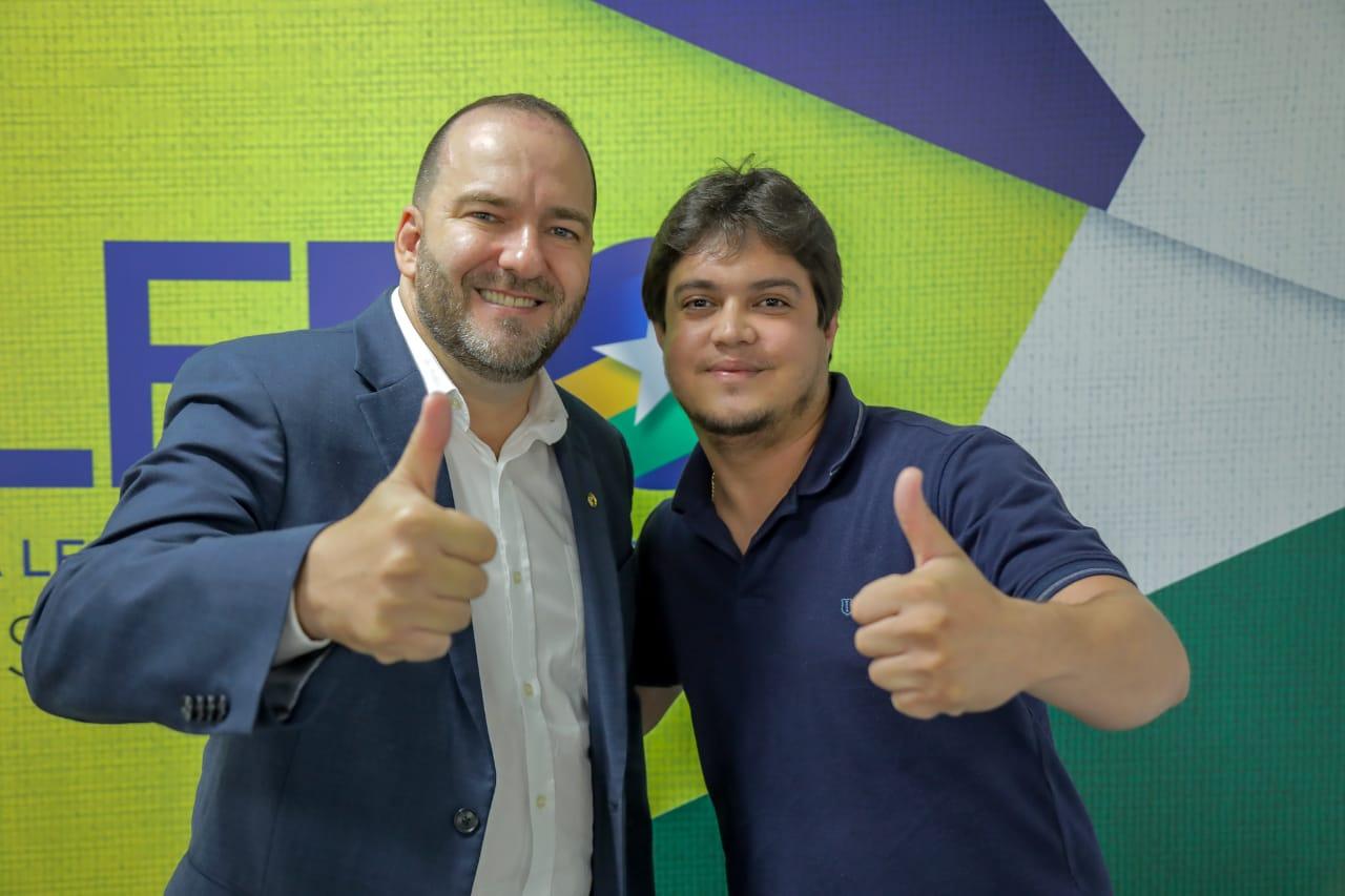 Presidente Alex Redano recebe pedido de emenda do vereador Rai Ferreira, para melhoria na escola João Ribeiro, na capital