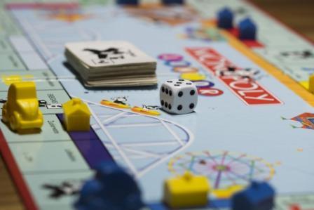 Struktur dan Ekuilibrium di Pasar Monopoli