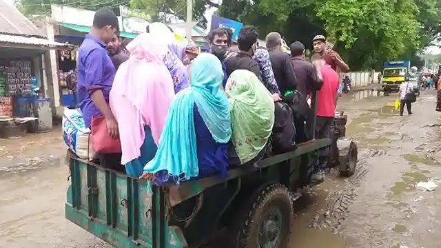 বকশীগঞ্জ থেকে দলে দলে ঢাকায় ফিরছে কর্মজীবী মানুষ