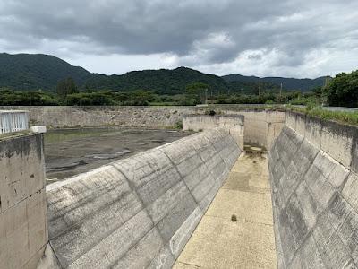 真栄里ダムの放水路