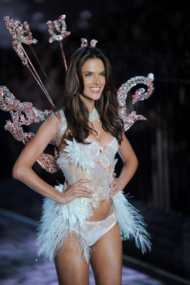 Alessandra Ambrosio Is Exotic On The 2015 Victoria S