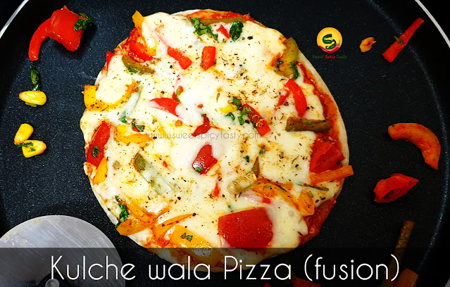 Italian pizza in Indian style , kulcha pizza , naan pizza,  fusion pizza , how to make pizza using kulcha as base,  how to prepare kulcha , what is difference in naan and kulcha , naan wala pizza , pizza on naan