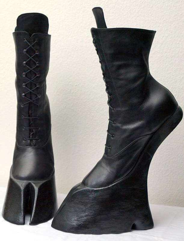Welten in Welten: A Second Skin # 77: Pony Girl Boots