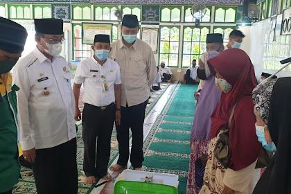 Safari Ramadan ke Enok, Bupati Inhil Salurkan Paket Premium Ramadhan Baznas