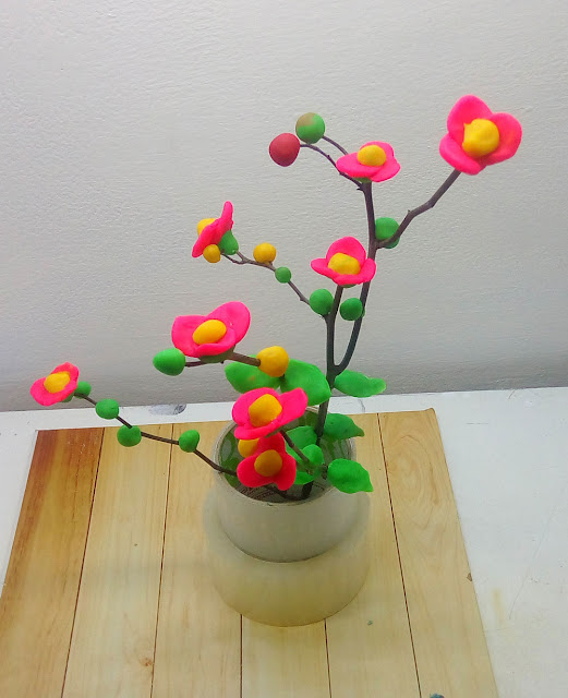 Kerennya! Pohon Bunga Dari Plastisin Warna Warni