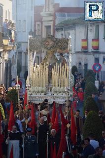 Regreso a Sevilla del manto del Desconsuelo