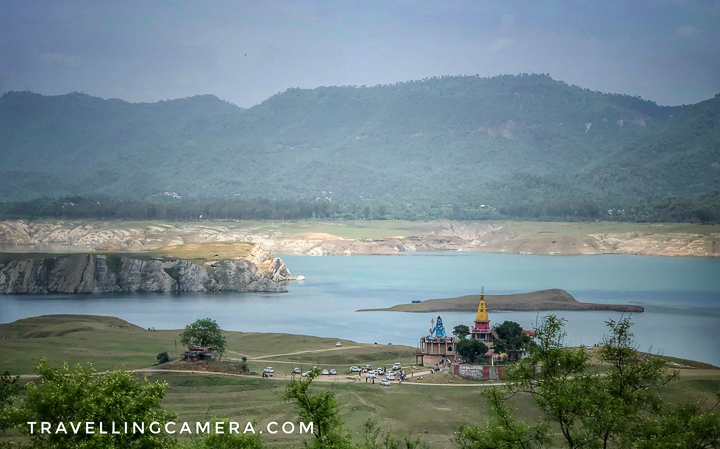 This time when we were driving along the Govind Sagar Lake, we saw a huge temple on the bank of the lake and surrounded by lush green meadows. Since we had time in hand, we thought of taking a break here. Full story about this temple, road condition and other important facts can be checked here. This temple is called Baba Garibaldis Nath ji temple.