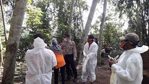 Polisi Kemangkon Kawal Pemakaman Warga Dengan Protokol Covid-19