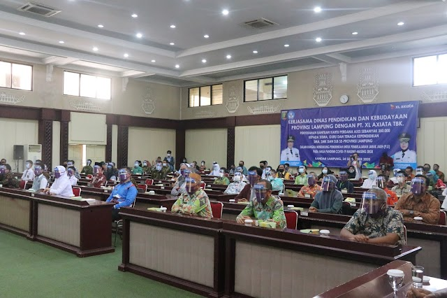 Wakil Gubernur Lampung Serahkan Bantuan Paket Kuota Belajar Kepada Pelajar dan Guru Dari PT XL Axiata
