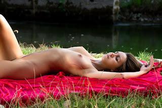 Horny and twerking - alisa_22_04987_14.jpg