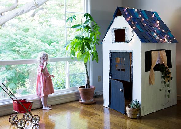 casa-carton-nino-jugar